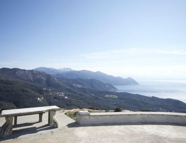 Vue sur le versant ouest du Cap Corse depuis le moulin Mattei