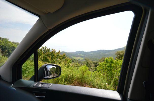 Vue depuis fenêtre véhicule Corsica Wine Tours